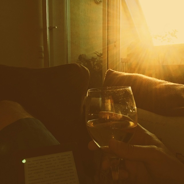 Enjoying a summer evening #whitewine #sun #summer #cologne #kindle #vscocam